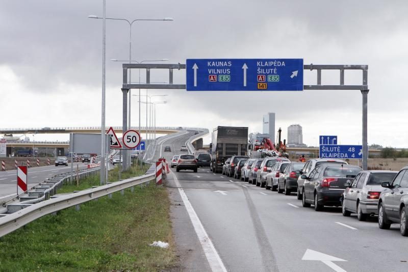 Šventė vairuotojams: atidarytas eismas naująja Jakų estakada