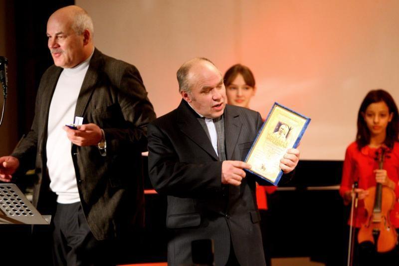 Literatūrinė Vieno lito premija – raitam poetui