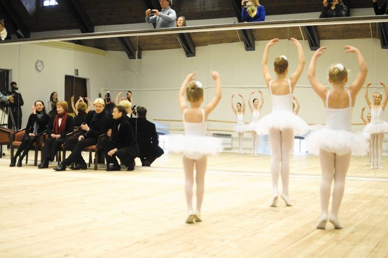 Baleto žvaigždė A.Liepa užsuko į N.Juškos mokyklą