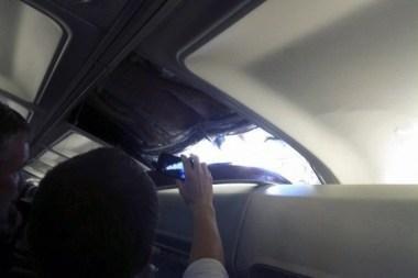 JAV sėkmingai nutūpė keleivinis lėktuvas su skyle stoge