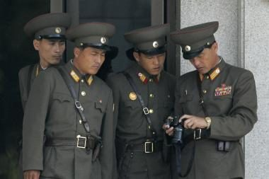 Šiaurės Korėja žada stiprinti savo branduolinį arsenalą