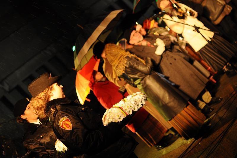 Vytauto Didžiojo karo muziejaus sodelyje suliepsnojo atminimo laužai