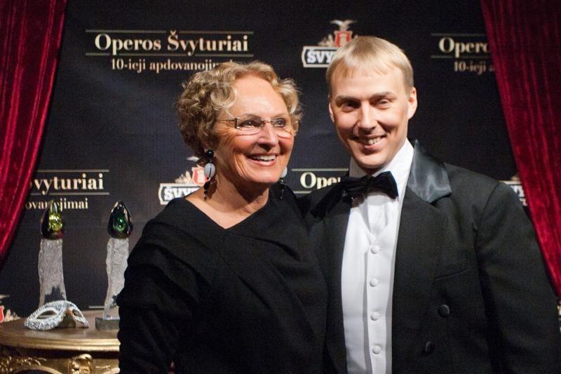 """Išdalinti jubiliejiniai """"Operos Švyturiai"""""""