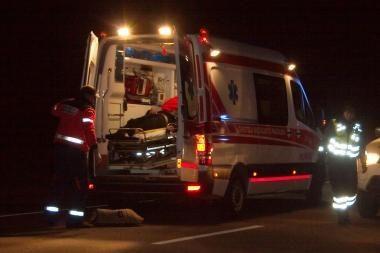 Greitkelyje Klaipėda-Vilnius naktį apsivertus mikroautobusui sužaloti šeši latviai