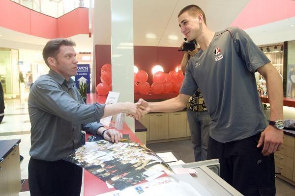 J.Valančiūnas debiutavo bilietų kasoje