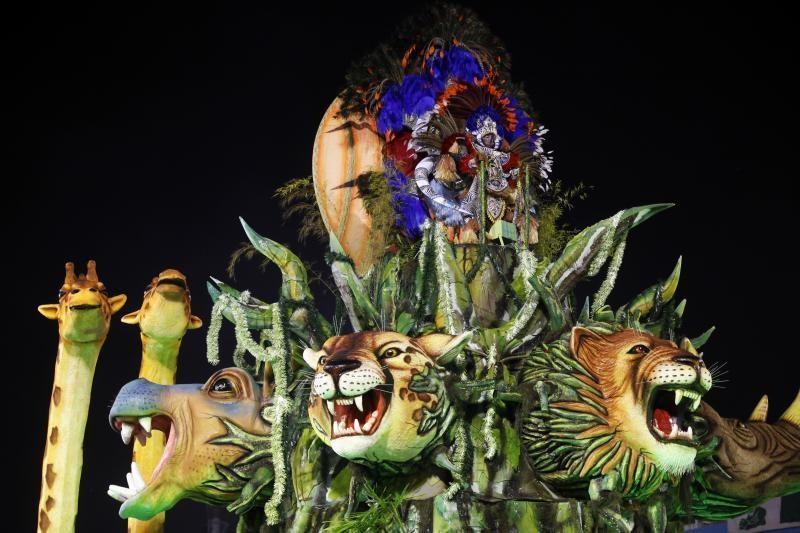 Rio de Žaneiro gatves užliejo karnavalo linksmybės