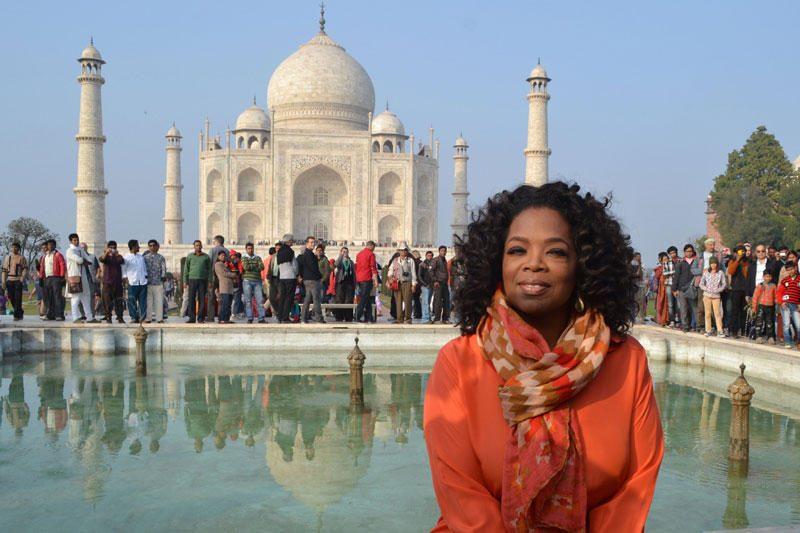 Laidų vedėjos O.Winfrey apsauginiai Indijoje susimušė su žurnalistais