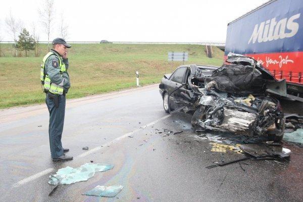 Pasiklydęs vilkiko vairuotojas iš Čekijos sukėlė avariją