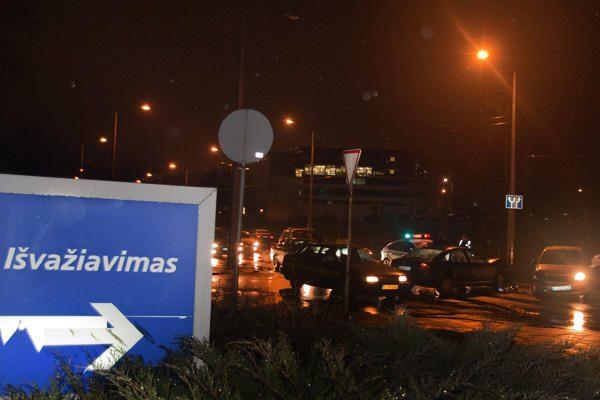 Vakare sostinėje per avarijas sužalotos trys moterys