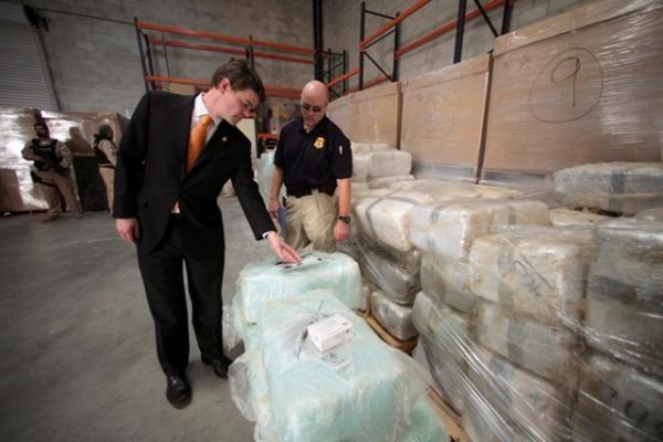 Tunelyje po Meksikos ir JAV siena rasta rekordinė 30 tonų marihuanos siunta