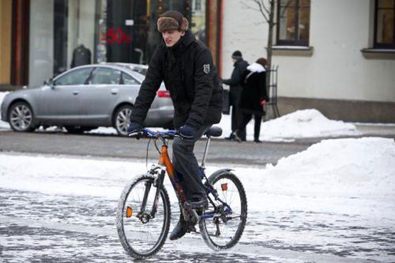 Sinoptikai: sekmadienį lietų keis sniegas