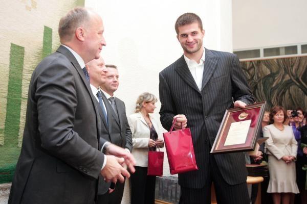 L.Kleiza 15 tūkst. litų premiją paaukos vaikams
