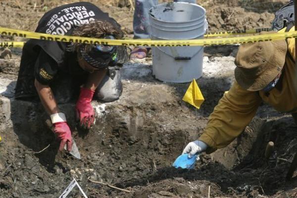 Meksikoje rasta nužudytų 18 žmonių kapavietė
