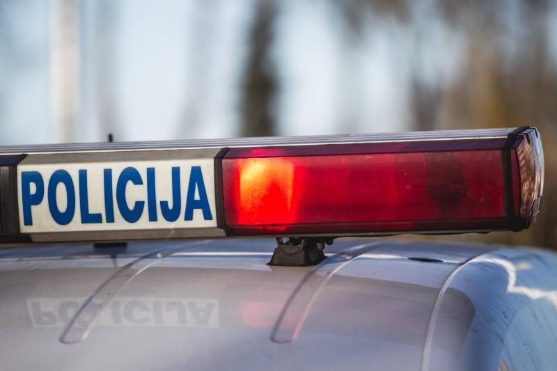 Du neblaivūs užsieniečiai bandė papirkti policininkus