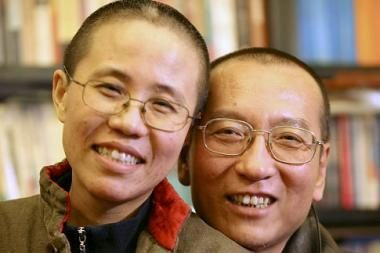 Nobelio taikos premiją pelniusio Kinijos disidento žmona prašo draugų atsiimti vyro apdovanojimą