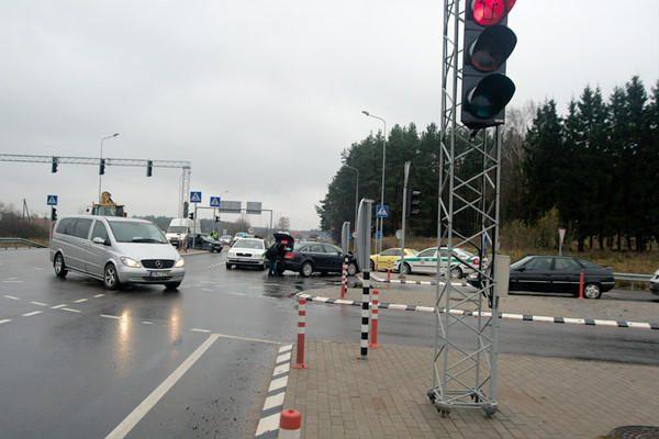 """Du žmones sužeidęs """"Audi"""" vairuotojas: nepastebėjau šviesoforo"""