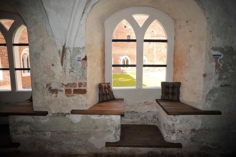 Vienuolyne nakvoja ne tik       vienuoliai