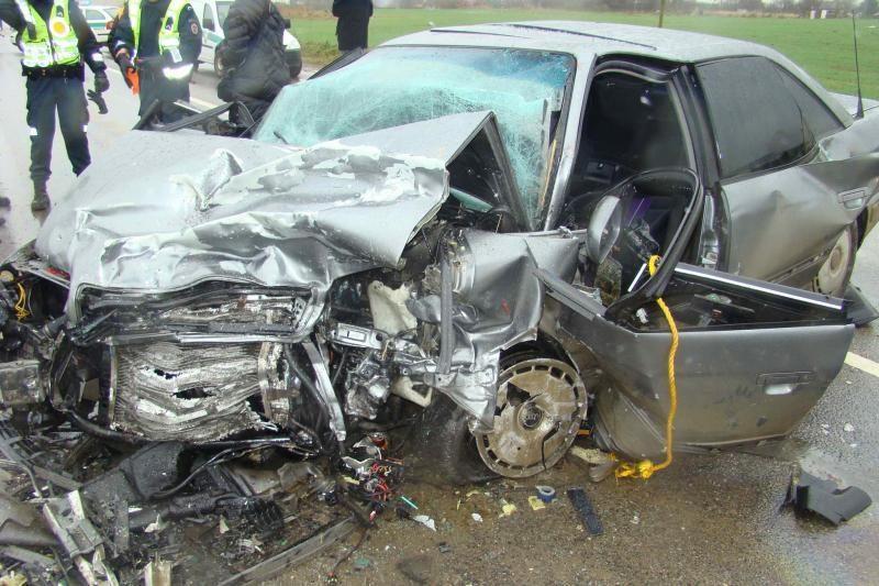 Kraupi avarija prie Marijampolės: vairuotoja žuvo, dar trys sužeisti