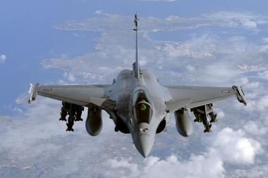 Libijoje koalicijos lėktuvas smogė į sukilėlių vilkstinę, žuvo 15 žmonių