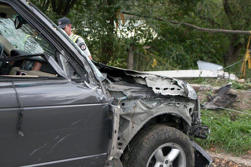 """Pakeliui į """"Belmontą"""" visureigis daužė automobilius ir vartė stulpus"""