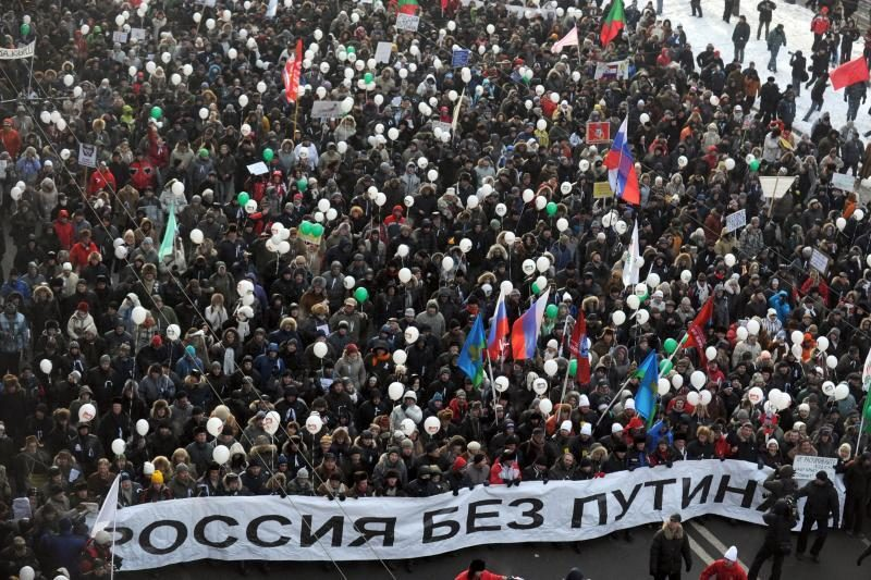 Tūkstančiai žmonių per speigą dalyvavo akcijose prieš ir už V.Putiną