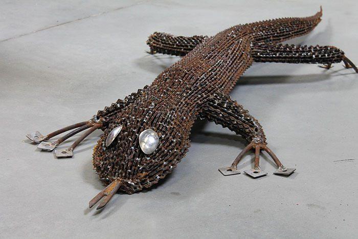 Intriguojančioje parodoje – viskas iš metalo laužo