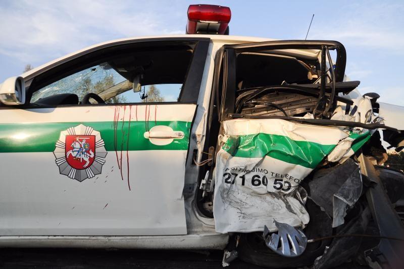 Sulaikytas asmuo, kuris savaitgalį rėžėsi į policijos automobilį