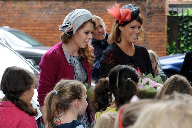 Elizabeth II garbei – tūkstančio laivų paradas