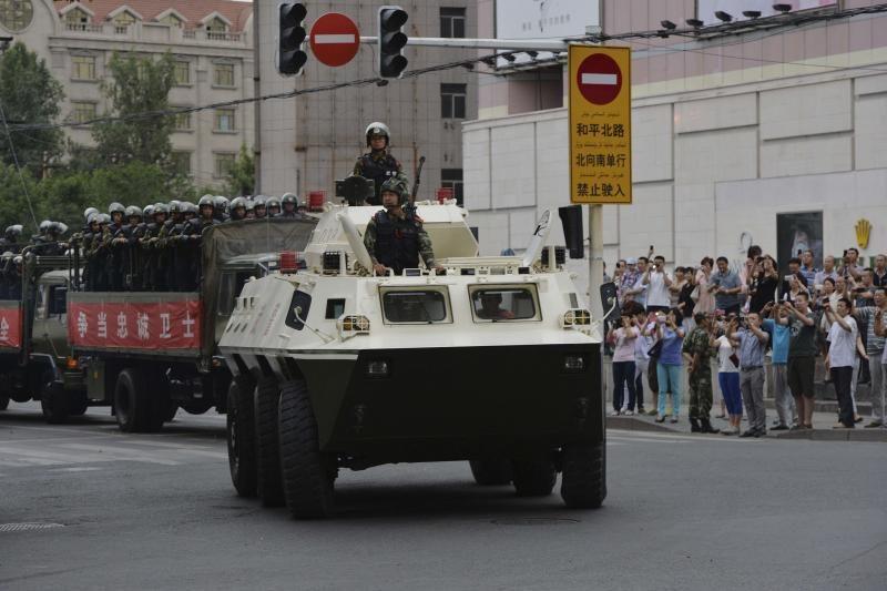 Kinija surengė karines pratybas neramiajame Sindziango regione