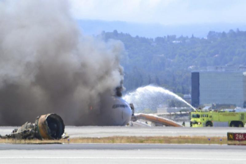 San Franciske nukrito keleivinis lėktuvas (atnaujinta)