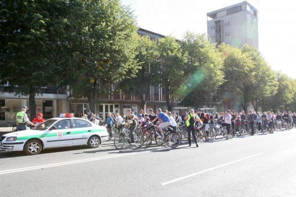 Dviračių skambučiai išjudino Klaipėdą