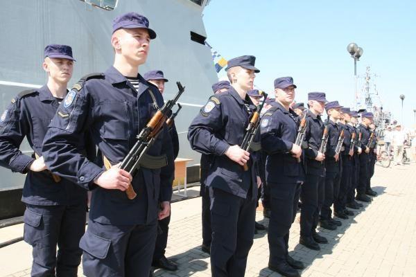 Generolas į kariškių šventę Klaipėdoje atvyko motociklu