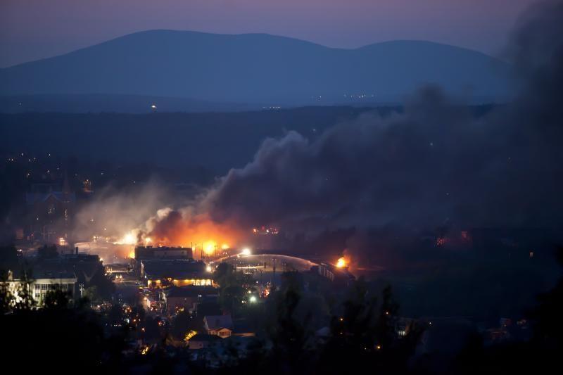 Kanadoje traukinio avarijos sukelto gaisro aukų padaugėjo iki trijų