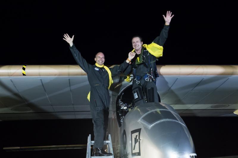 Saulės energija varomas lėktuvas baigė kelionę po JAV