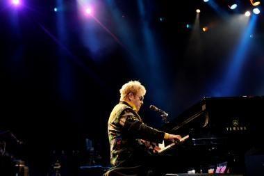 Dėl krizės plonėja ir muzikos žvaigždžių piniginės