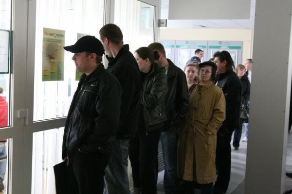 Darbo birža: užfiksuotas nedarbo rekordas. Eilės nemažėja
