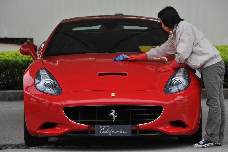 "Ką ""Ferrari California"" gali parodyti ant sniego?"
