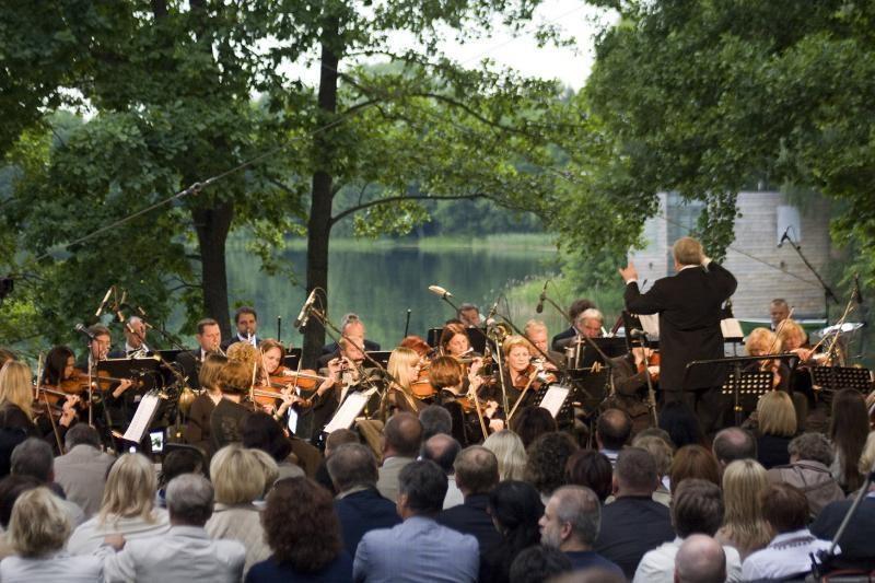 Johano Štrauso melodijos nuvilnijo ežero pakrante