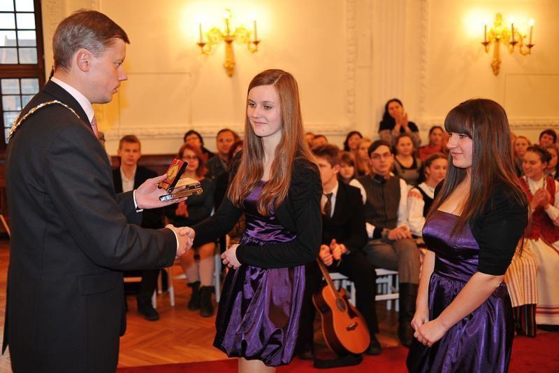 Rotušėje apdovanoti jaunieji menininkai ir sportininkai