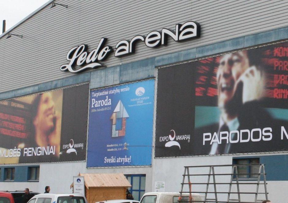 Ledo arenoje siūloma žaisti lauko tenisą