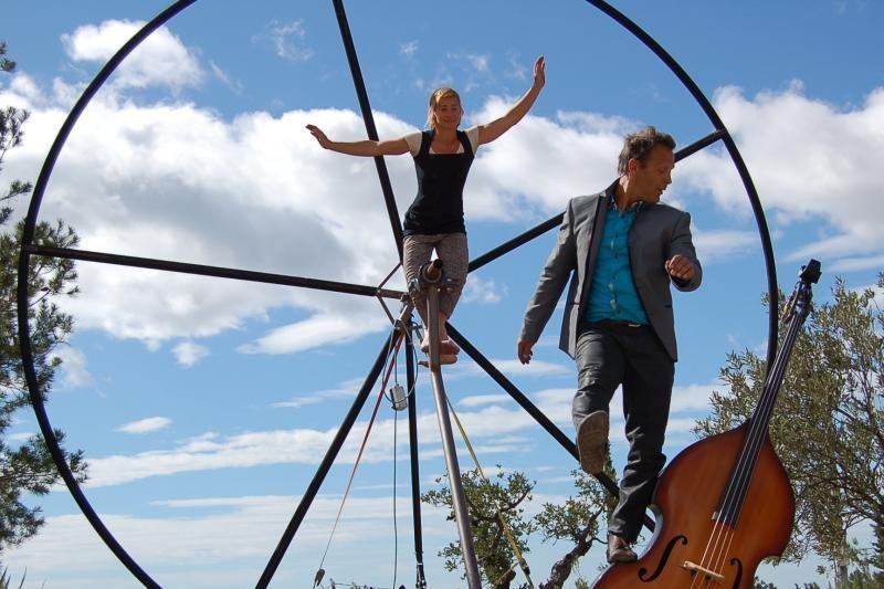 Gatvės cirko festivalio metu – triukai beveik dešimties metrų aukštyje