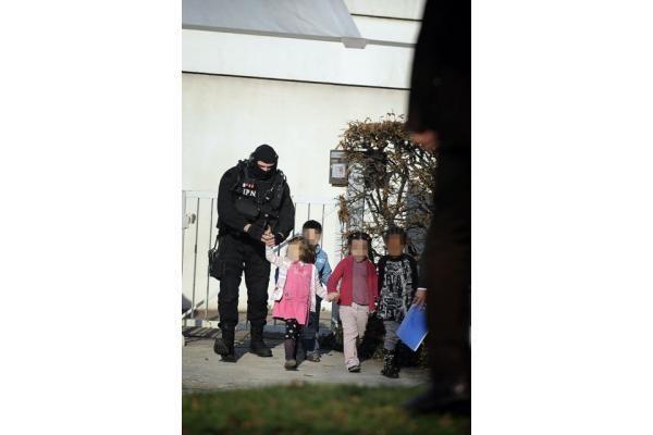 Darželinukų įkaitų drama Prancūzijoje: vaikai išlaisvinti, pagrobėjas suimtas (papildyta)