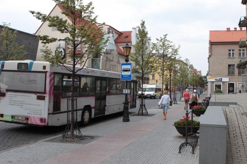Atidarytos autobusų stotelės Tiltų gatvėje