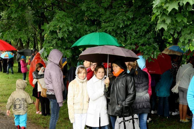 Lietus  ištvermingiausiems vaikams    šventės    nesugadino