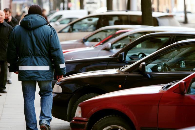 Už automobilių stovėjimą bus galima atsiskaityti banko kortelėmis