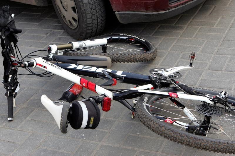 Šakių rajone mirtinai partrenktas dviratį vedęs 72 metų vyras