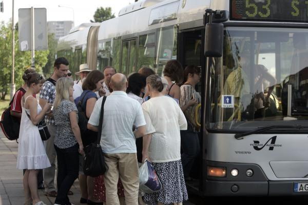 Nauja keleivių laipinimo tvarka Vilniuje prigyja sunkiai