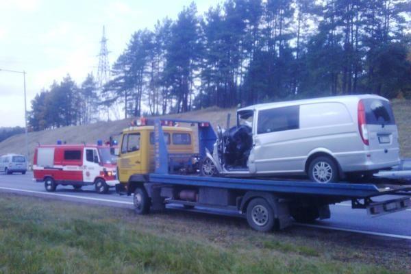 Greitkelyje ties Kaunu avarijų virtinę sukėlė policija? (papildyta)