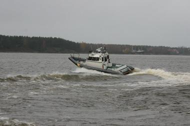 Kuršių mariose išgelbėtas ant seklumos užplaukęs kateris
