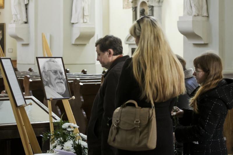 Sostinė atsisveikina su poetu M. Martinaičiu